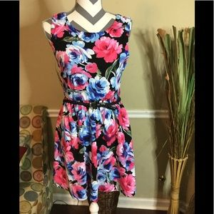 NWT!! Lily Rose 🌹 Floral Dress!